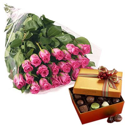 Ordina 19 Bouquet di Rose Rosa con Cioccolatini online e invia a domicilio