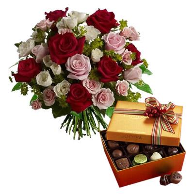 Ordina 09 Rose Rosse e Rosa in Bouquet con Cioccolatini online e invia a domicilio
