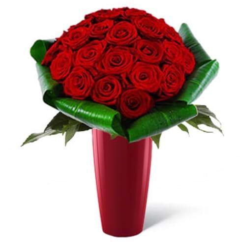 Spedire bouquet di 24 rose rosse in vaso rosso