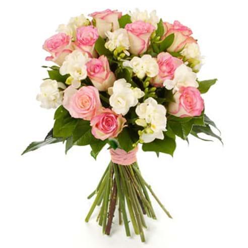 Spedire rose rosa e fresie bianche